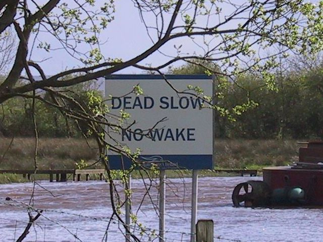 DEAD SLOW NO WAKE