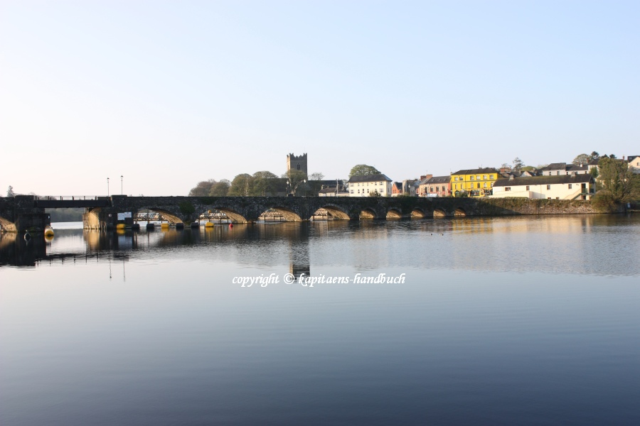 "Killaloe Ballina Town Bridge; © Captain's Handbook; click to ""enlarge"""