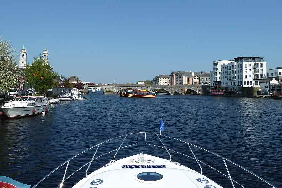 "Athlone Town Bridge;© Captain's Handbook; click to ""enlarge"""