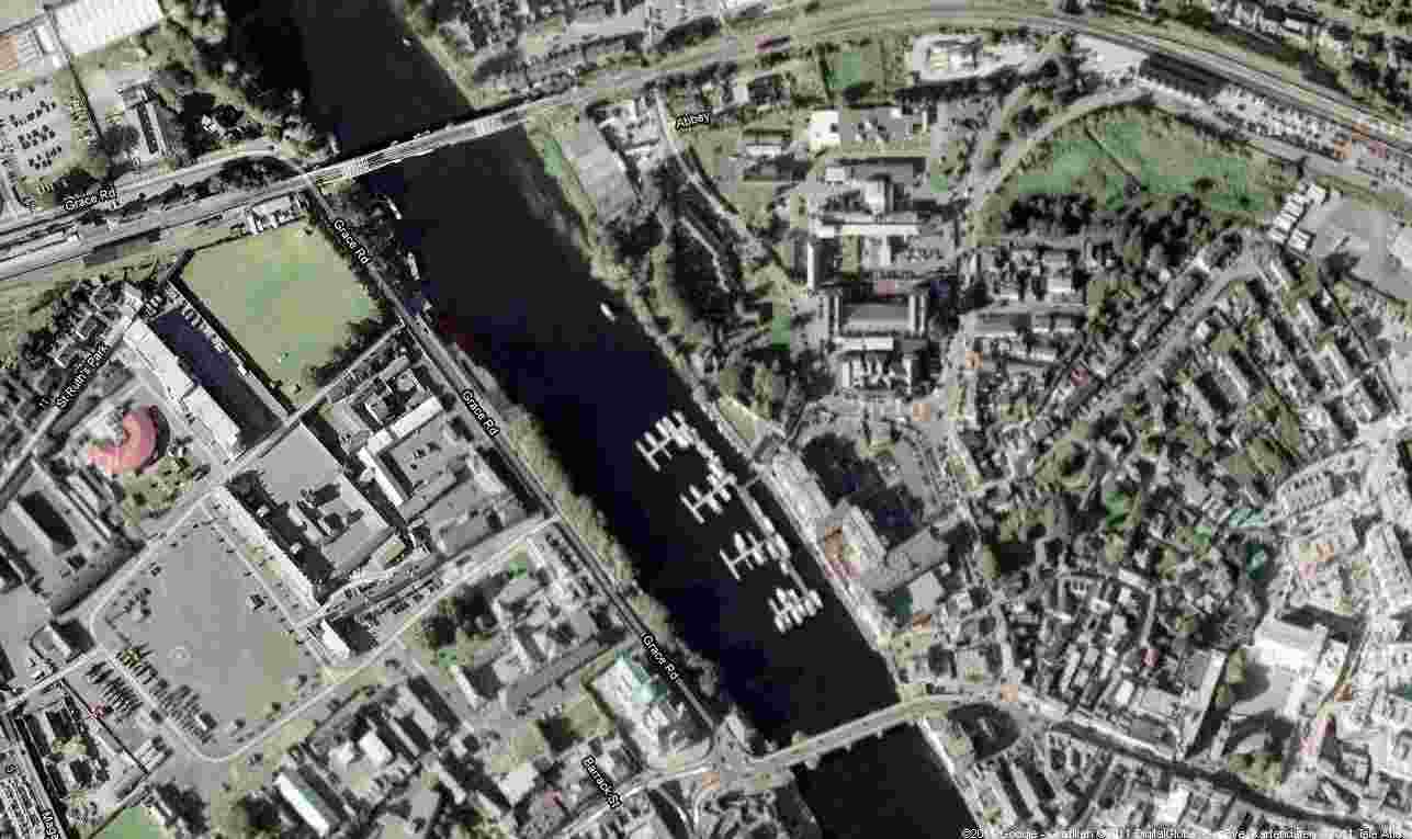"Athlone Lock Townbridge; © esri; click picture to esri maps ""Athlone"""