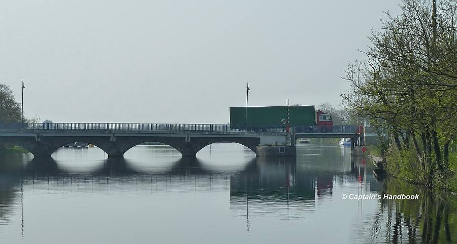 Tarmonbarry Bridge;© Captain's Handbook