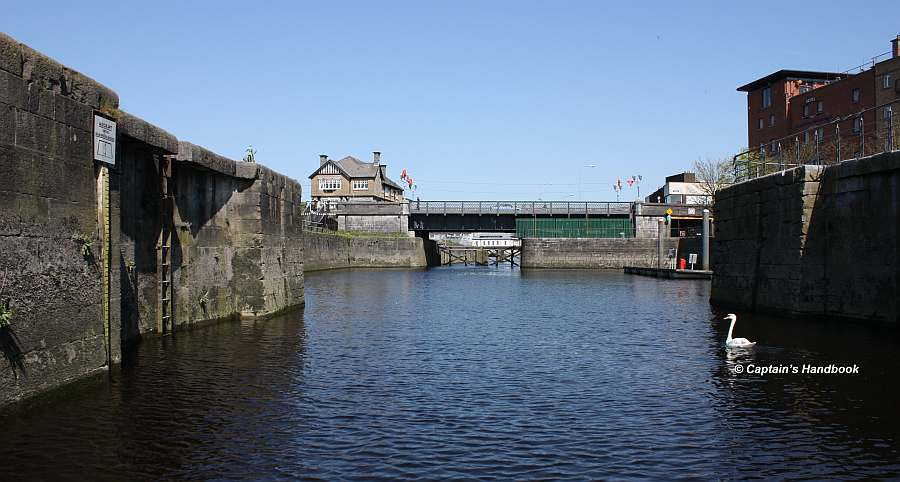 Sarsfields Lock; © Captain's Handbook