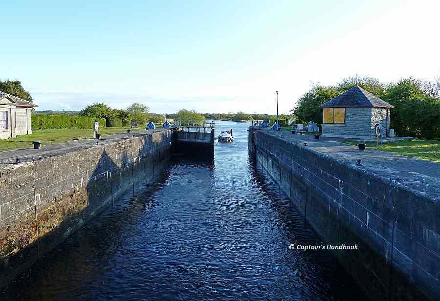 "Victoria-Lock; © Captain's Handbook; click picture to ""enlarge"""