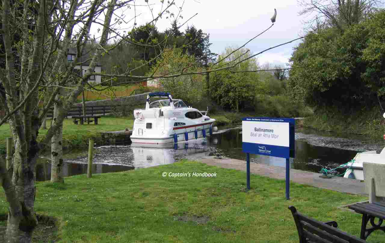 "Ballinamore-Jetties; down the Lock 6; © Captain's Handbook; click picfture to ""enlarge"""