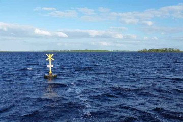Yellow Special Marker marking the Defence Forces Lough Ree; © WILOUGH