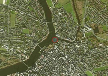 "Sarsfield's Lock and Arthur's Quay; © esri; click to"" esri-map Limerick-Town and Arthur's Quay"""