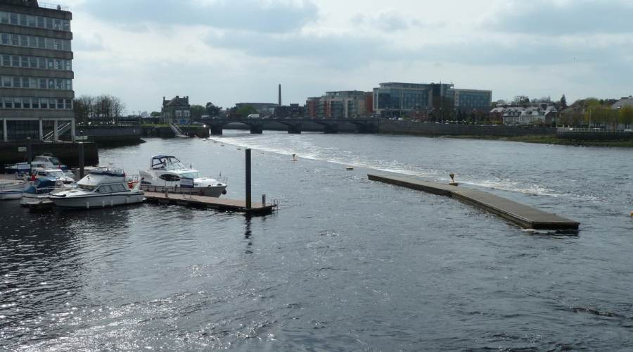 Custom House quay and Sarsfield Bridge