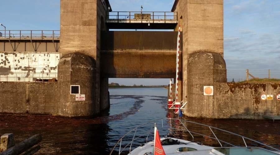 Lock Parteen Weir; © CHB