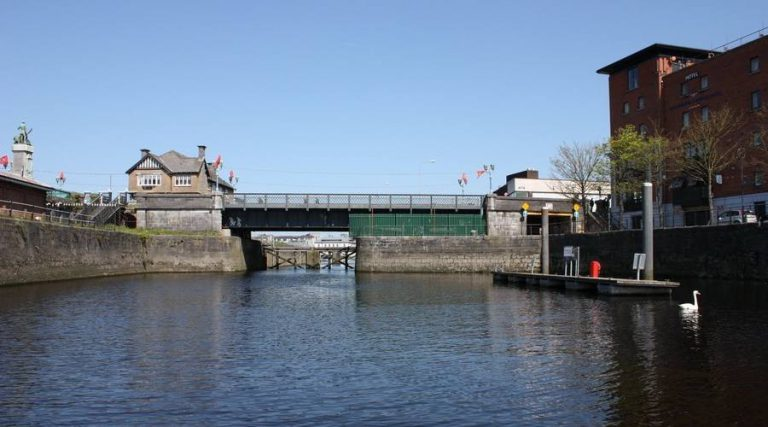 Sarsfield Lock  waiting-jetty