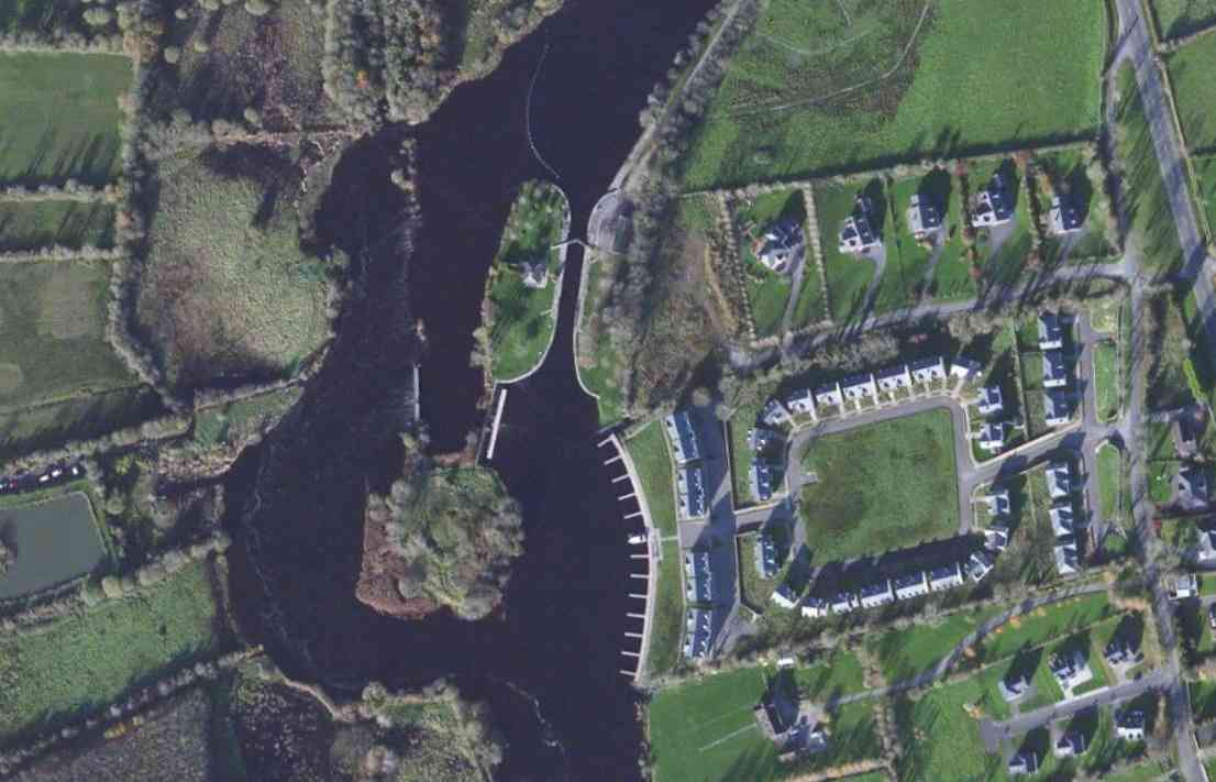 "Roosky-Lock; © esri; click to Arcgis Map ""Roosky-Lock"""