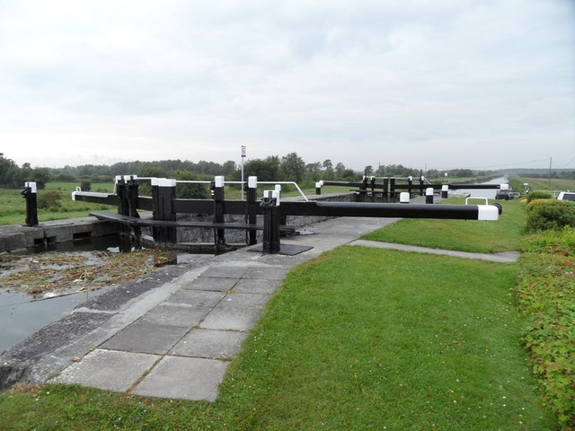 Lock No. 20 on the Grand Canal, Ticknevin, Co. Kildar; click to Geograph.ie