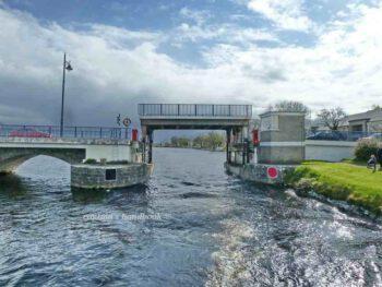 Tarmonbarry Bridge downstream © chb